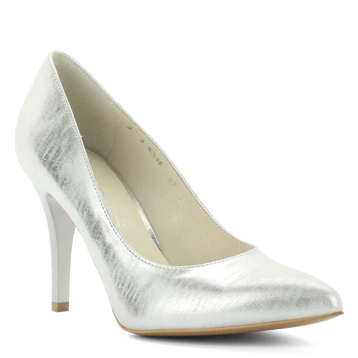 Ezüst Anis magas sarkú cipő mintás bőr felsőrésszel. Bélése bőrből készült, sarka 9 cm magas. Elegáns és jó sarokállású bőr cipő.