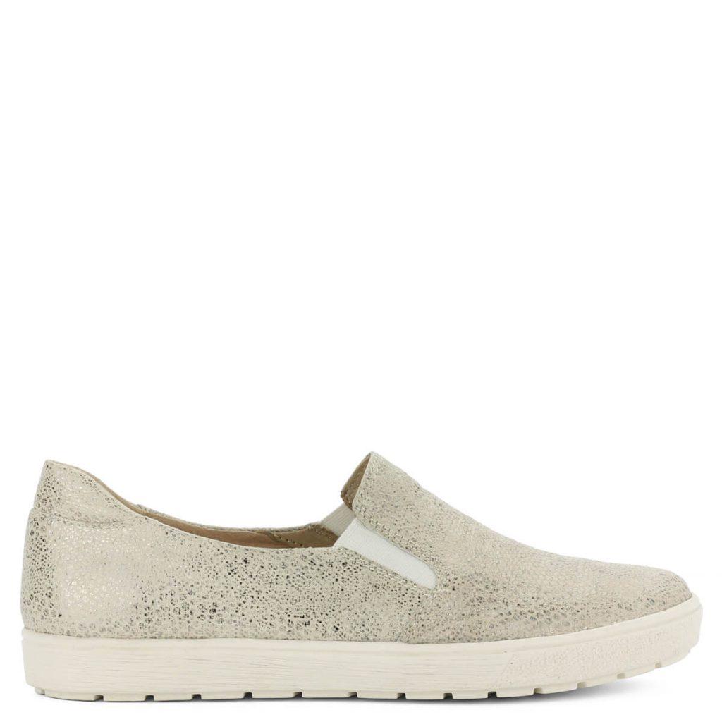 d3d4b35d38 A cipő megvásárolható webáruházunkban és cipőüzleteinkben Győrben.  Terméklap: https://webshop.chix.hu/noi-cipo/bezs-caprice-slipon -9-24662-28-110/