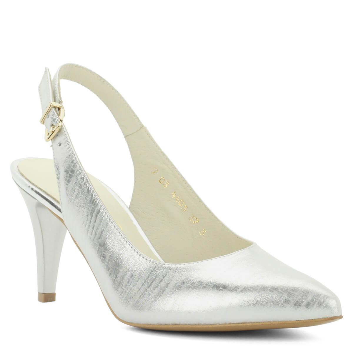 Ezüst Anis bőr szandálcipő 8 cm magas sarokkal. Elöl zárt, hátul nyitott, sarokpántos alkalmi cipő, felsőrésze és bélése egyaránt bőr, sarokpántja állítható