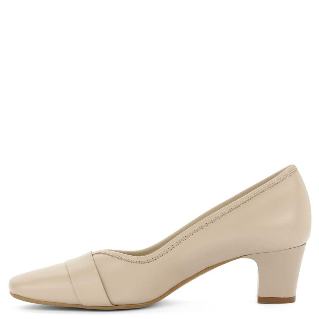 A cipő megvásárolható webáruházunkban és cipőüzleteinkben Győrben.  Terméklap  https   webshop.chix.hu noi-cipo kis-sarku-bezs-anis-bor-cipo -3426-beige  9157a86cd7