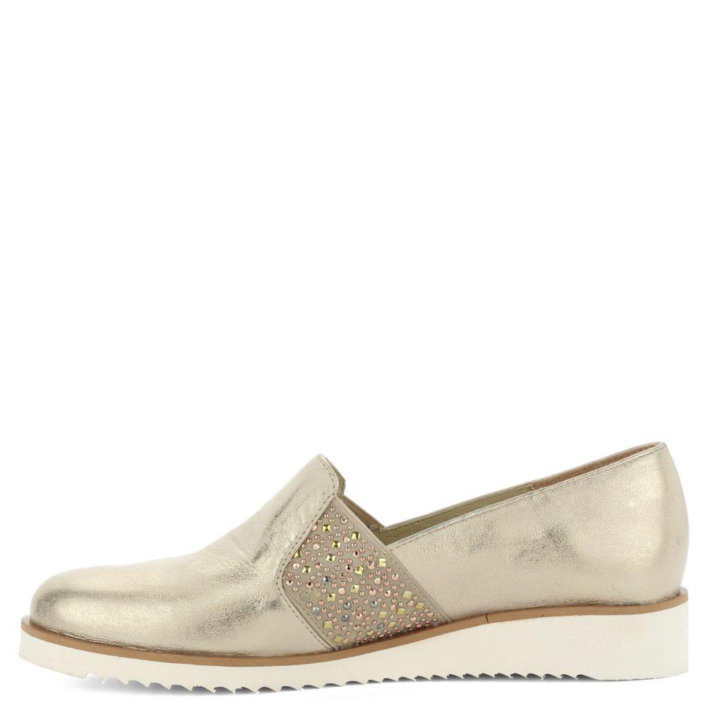 5f17827ba1 A cipő megvásárolható webáruházunkban és cipőüzleteinkben Győrben.  Terméklap: https://webshop.chix.hu/noi-cipo/baldaccini-arany-bor-slipon -808500-2-gold/