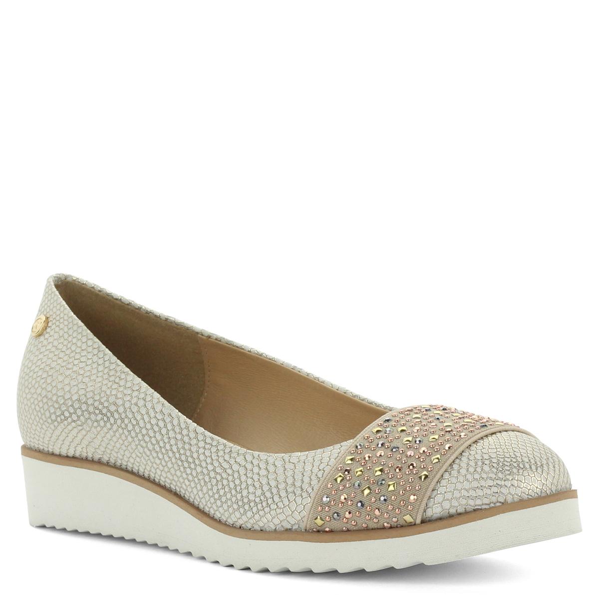 Carla Ricci arany bőr cipő világos színű, recés gumi talppal. A cipő kívül-belül bőrből készült, nagyon kényelmes belebújós fazon.